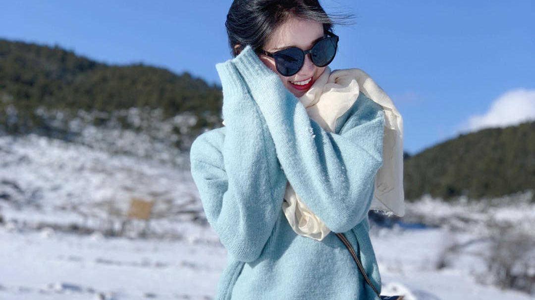 简约又保暖的秋季穿搭,毛衣搭配半身裙清新温柔,减龄又时髦