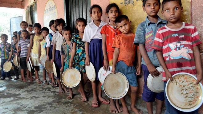 看完印度幼儿园一周的免费午餐,中国网友:实在没有食欲