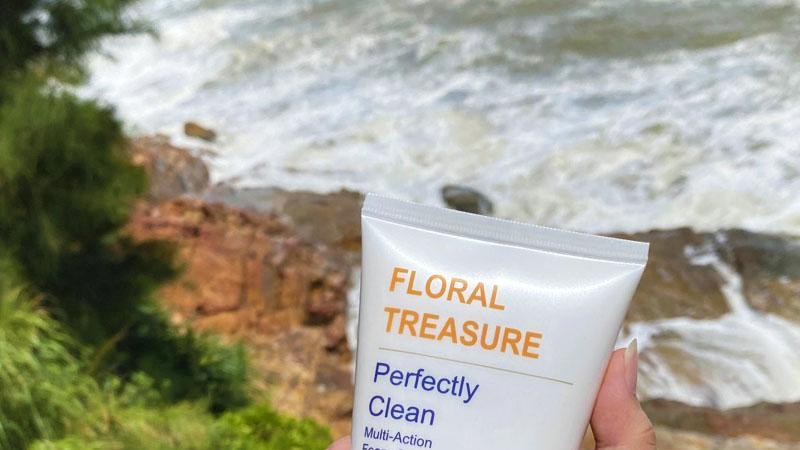 卸妆洗面奶推荐:可以有效清除彩妆和皮肤油脂污垢,洗完后不紧绷