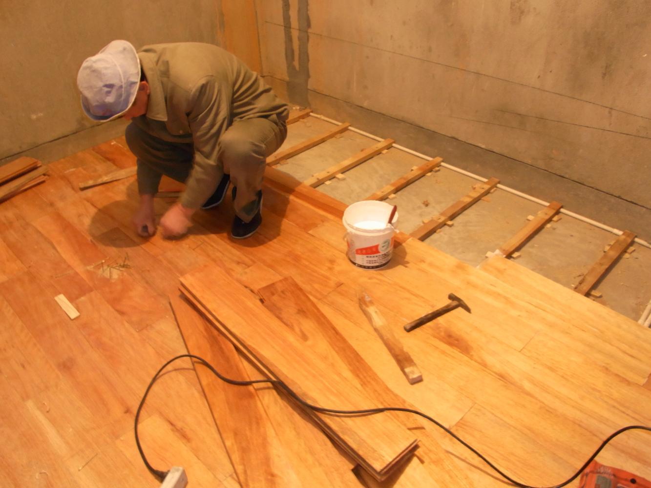 切记!木地板和地砖组合要这样收口,否则太糟心!