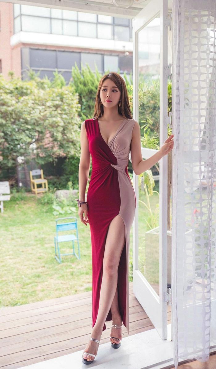 拼接裙模特性感私拍照 红色拼接裙美女胸前裸露微乳私拍照