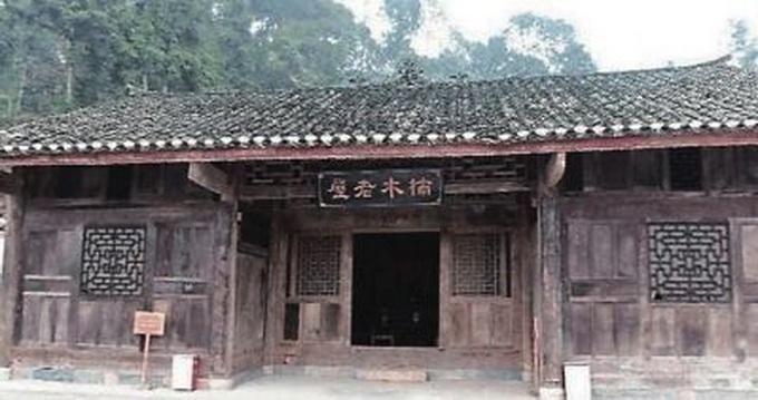 湖北老宅值8亿 一栋金丝楠木古民居吸引众多游客参观