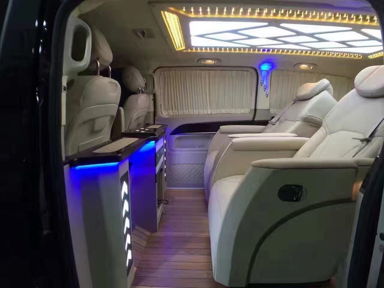 汽车内饰改装、汽车内饰翻新、座椅改装、车厢内置豪华办公桌、电动与手动旋转座椅、电动及手动秘书桌、豪华电动窗帘、日本车载冰箱与外装饰,DVD音响与电脑系统、全车地毡等。每个座位还可以配给电动按摩、调节加热系统、耳机插座、麦克风插座、LED高亮度阅读灯等等一应俱全。并可按不同客户要求、根据本厂专业的设计,进行车内人性化的装修。