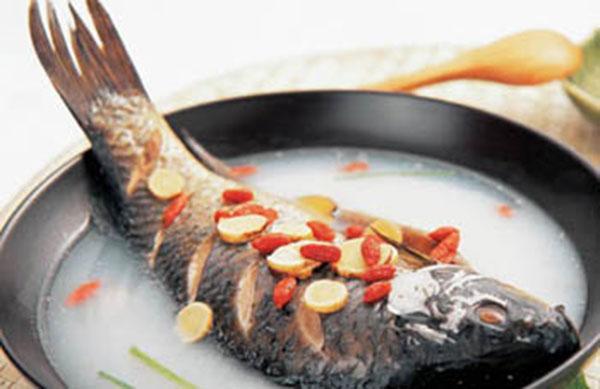 鲤鱼做汤加一物,补益肝肾还养颜!