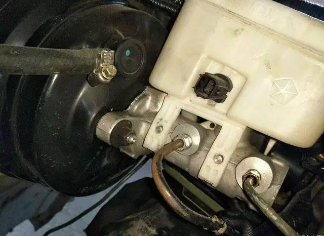 易车号 > 正文   发动机选用丰田3uz v8发动机,虽然4.