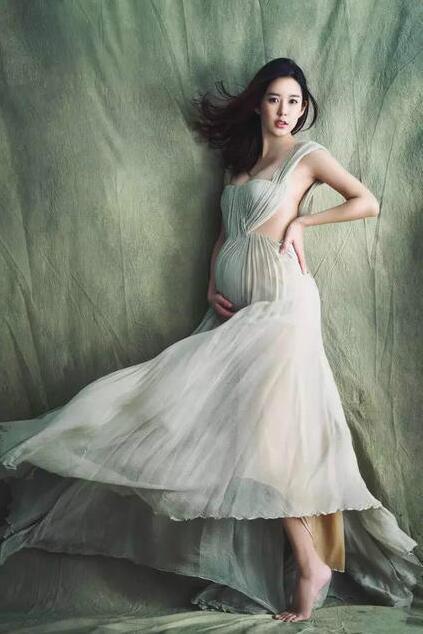张子萱以平面模特身份出道,之后九年她主要担任《瑞丽》杂志专属模特.
