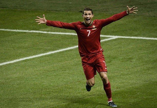 澳门银河官网:玩厌金球后,_C罗梅西谁能夺世界杯,_谁就能当球王!