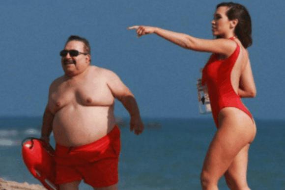 欧美女星穆尼奥斯海边度假, 网友: 羡慕那个小胖子