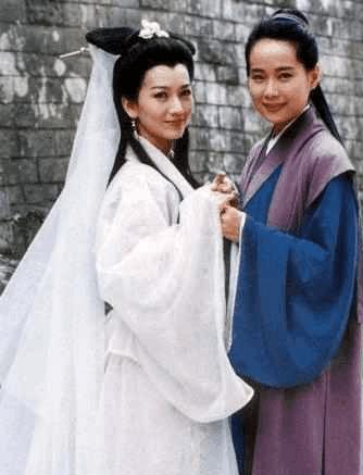 叶童最出名的电视剧是《新白娘子传奇》,她反串了 许仙这个角色,之