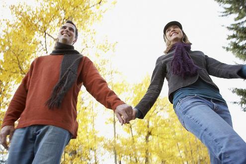 """约会期间, 让女人无法拒绝的六个""""牵手""""套路, 你牵过她的手吗?"""