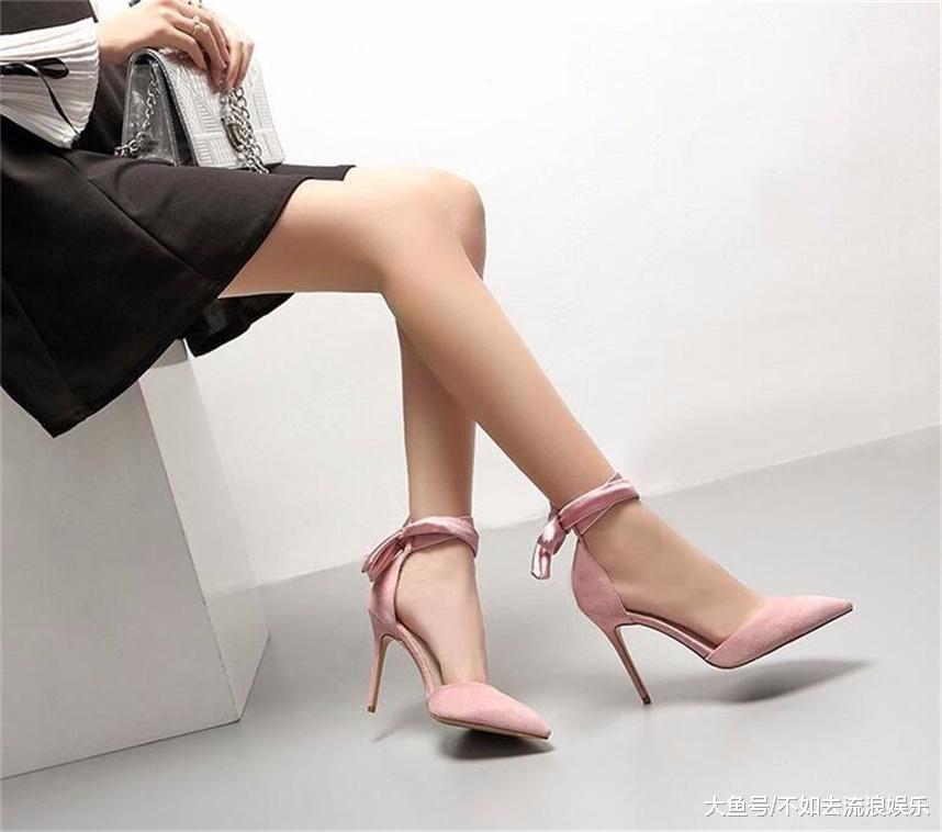 经典的箭头设计给人优雅的感觉,让你的双脚更显修长