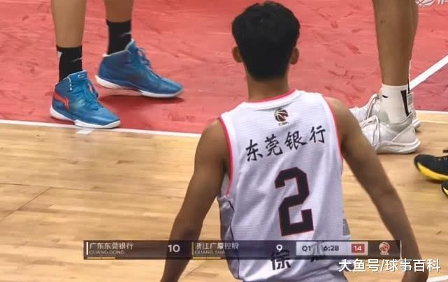 杜锋铁腕治军! 20岁国脚被打进热宫 只果场上打球太独
