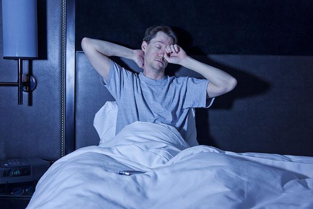 凌晨3点失眠睡不着? 这3个方法效果堪比安眠药, 还没有副作用!