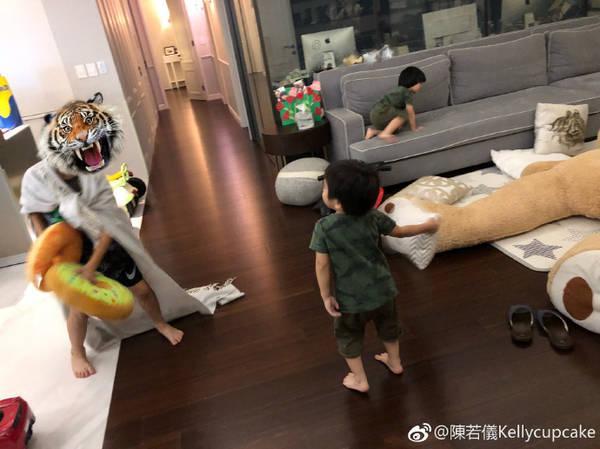 陈若仪为Kimi买奶茶 网友好担心他变得和周杰伦一样胖啊