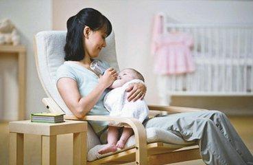 2岁宝宝吃了爸爸炒的菜, 浑身抽搐! 医生说: 这种东西小孩不能吃!