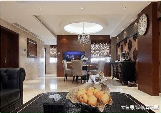 《新还珠格格》海陆现实中的家, 客厅沙发很宫廷风, 房子像皇宫