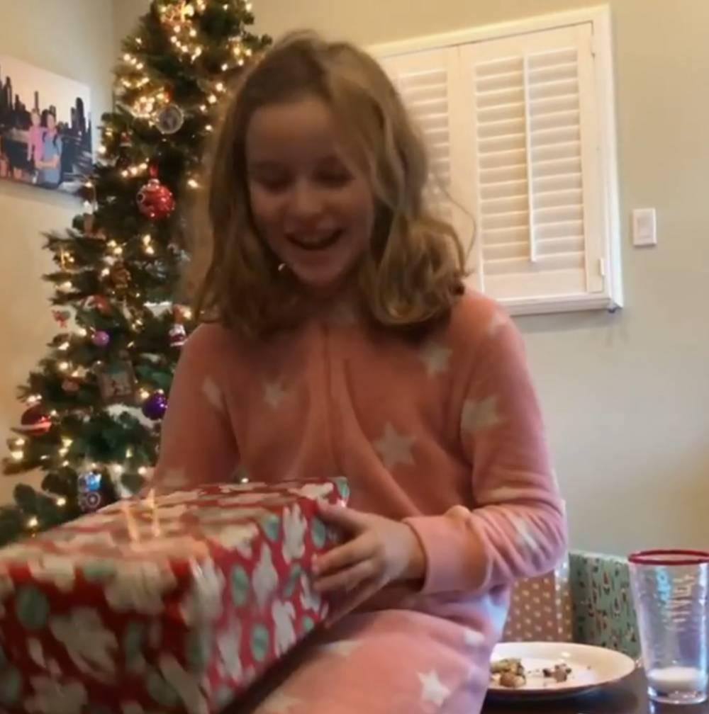 此前给库里写疑的小迷妹支到圣诞礼物: 两单库里6