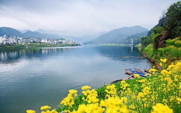 """新安江作为国家级风景名胜区,素有""""奇山异水,,天下独绝""""之称,来黄山"""