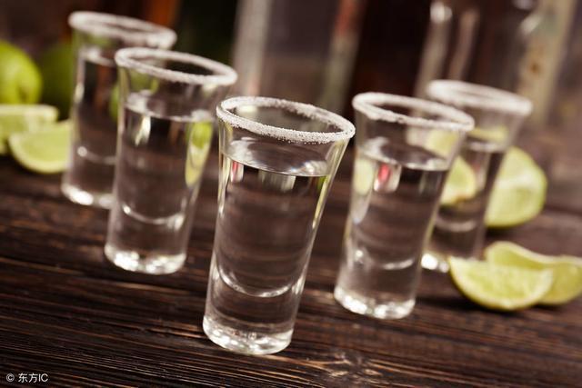 """白酒最怕的""""死敌"""", 去酒局前先吃2粒, 千杯不倒, 不吐不伤身!"""