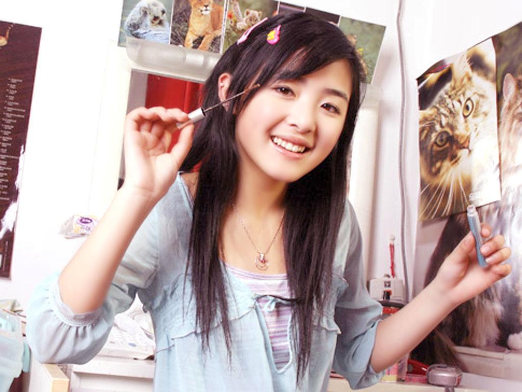 她15岁一夜成名, 19岁公司倒闭, 如今无戏可拍上节目被骂卖惨