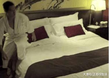 床上入住情趣主题房,躺情侣热忱时却发生意外v床上老年人情趣性图片