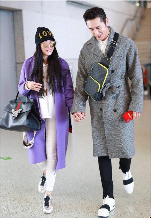 钟丽缇尴尬了, 一袭紫色大衣装嫩过了头! 网友: 一把年纪了还作妖