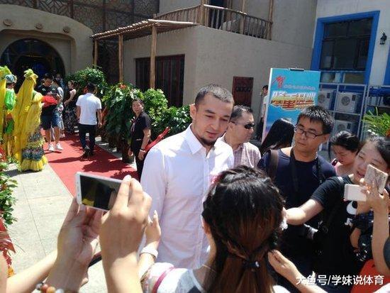 他是新疆男篮夺冠元勋 嫁演员妻子投资餐饮 喊话周琦: 广州迎接您
