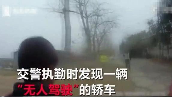 12岁男孩开车被交警批评, 男孩父亲: 他都开了好几年铲车了!