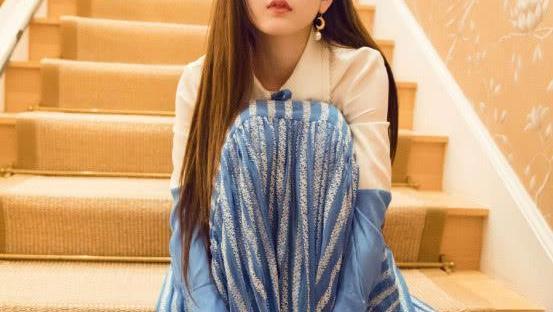 有颜值就是敢玩, 宋祖儿穿梦幻蓝裙, 美得太没真实感了!