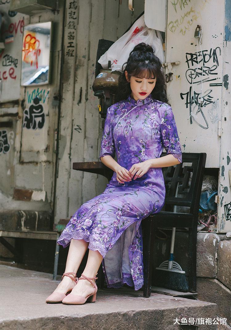 想要在年会上与众不同,穿一袭优雅旗袍,气质高级又有范!