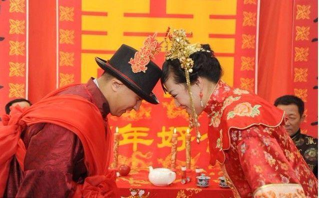 50岁老汉娶20岁女孩, 婚后一年两人都进了医院!