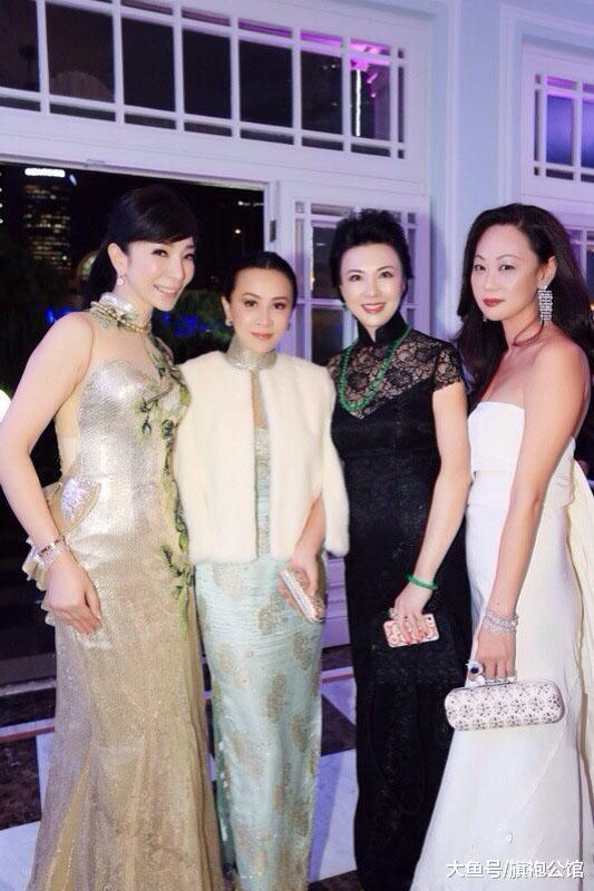 刘嘉玲的气场有多强,早年穿旗袍出席活动,比小12岁的黄奕还年轻