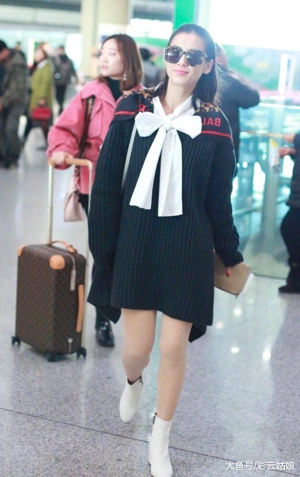 黄圣依为显嫩穿黑色连衣裙,却被肉色打底袜破功,网友:腿好粗