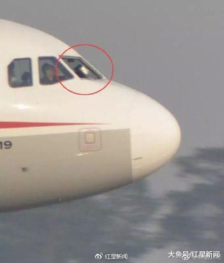 专访川航迫降机长刘传健: 当时副驾已经飞出去一半