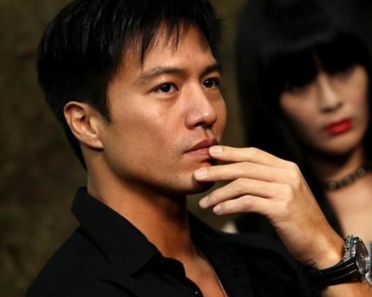 刚出道被徐克看中接替李连杰, 得向华强力捧不火, 如今仍在演配角