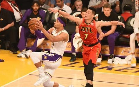 NBA进进死球时, 球员投篮找脚感为何对方球员要搅扰球盖帽?