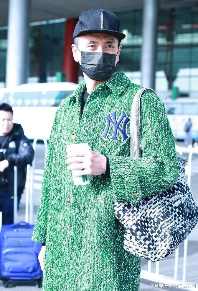 38岁黄宗泽开始放飞自我,绿色大衣穿成焦点,网友:想不看都难