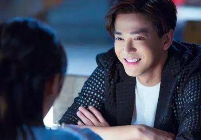 又一个男神整容失败了! 42岁的陈晓东, 笑容僵硬难做表情!