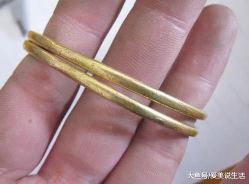 """为何黄金手镯越戴越黑?这3点要注意了,别让你的金子""""变质""""了"""