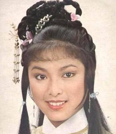 成龙追她8年又甩了她, 她死守患癌男友26年, 63岁仍单身