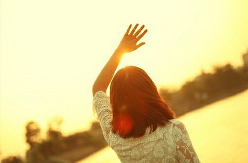 一个人也不要怕, 总有人会懂得欣赏。余生那么长, 你慌什么张