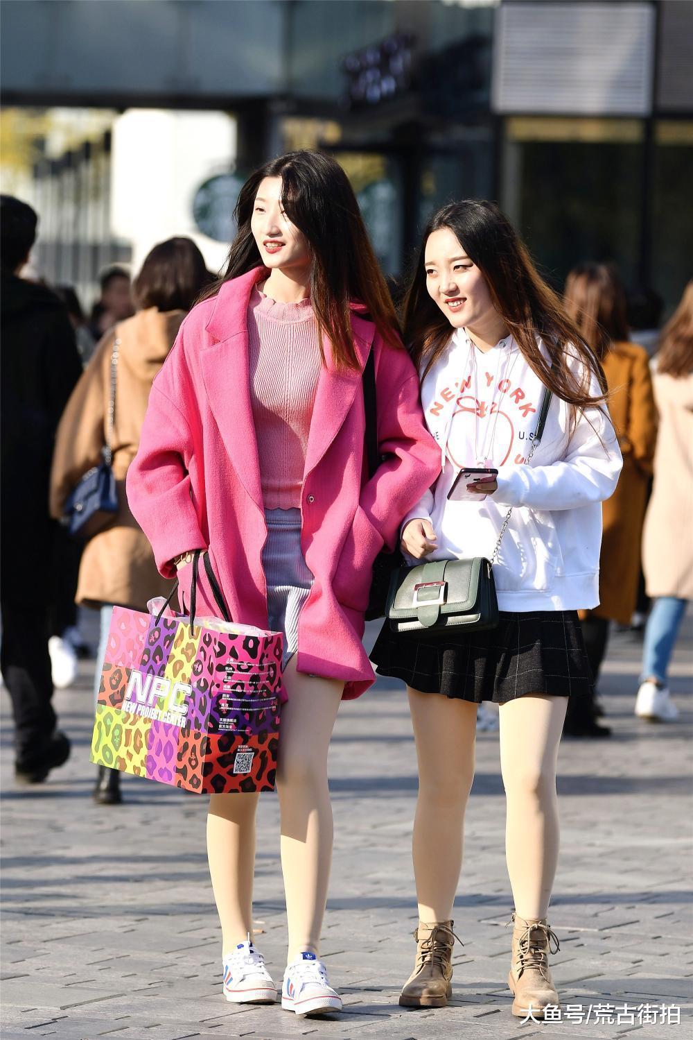 冬天约上闺蜜去逛街, 怎么能不搭配一下呢?