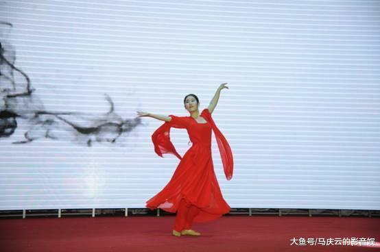 刘晓庆任全球空姐大赛评委, 与赵本山搭档同台, 选沈阳美女做冠军