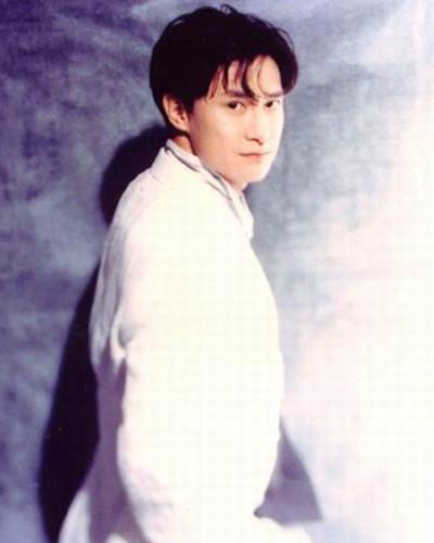 他是刘德华接班人, 有恩于古天乐, 却因表白周慧敏被人赶出香港
