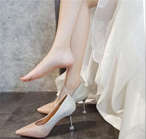穿细跟鞋做到这几点,即使你看起来不漂亮,你也会在别人眼里闪耀