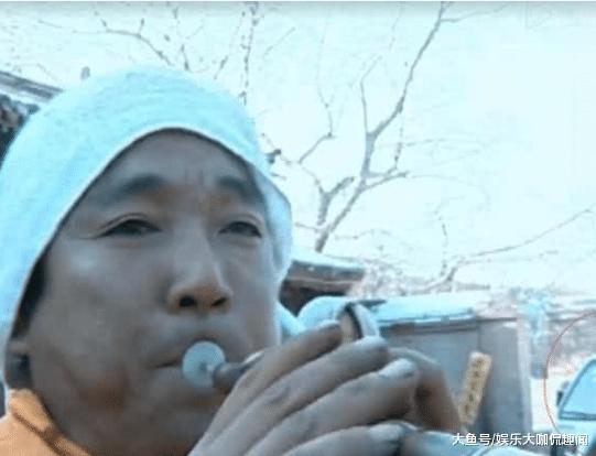 穿帮镜头: 刘诗诗古装戏中出现了飞机, 而这种锁也能锁住关晓彤吗?