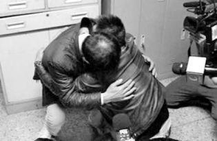 20岁少年查出肝癌晚期, 妈妈医院下跪哭着说: