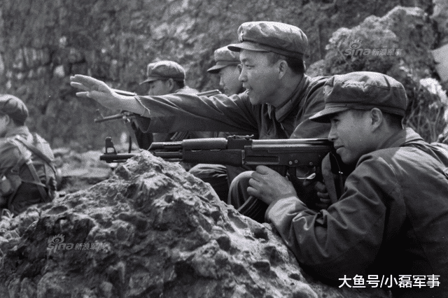 疆场上的越军女兵: 洗澡时竟背我方炮兵挥毛巾