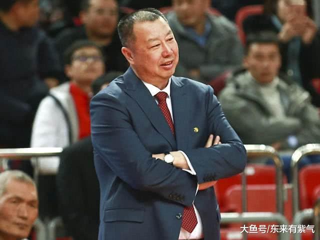 吴庆龙愁坏了! 山东队篮板球连输9场, 敌手赢少了皆不惬意!