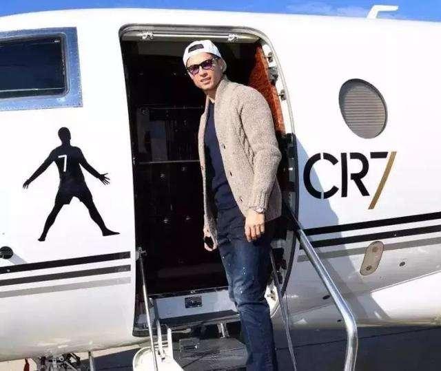梅西豪掷1500万美圆采办的私家飞机, 取C罗的比拟哪个更贵?